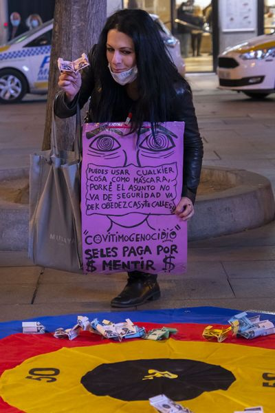Intervención policial por un debate ciudadano en la concentración anti coronaTUFO de Callao, sábado 3 de octubre