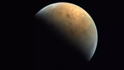 The first photo of Mars delivered by the UAE's Hope probe is glorious