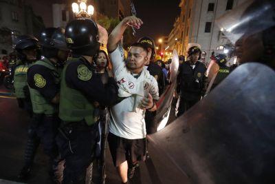 Tras incidentes con hinchas de Universitario, se suspendió indefinidamente el reinicio del fútbol en Perú