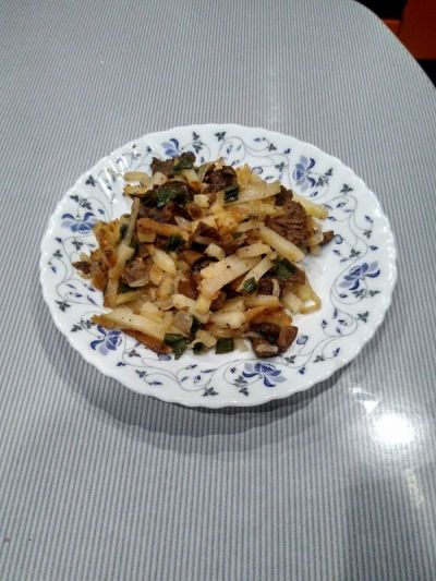 Very tasty potatoes with mushrooms.
