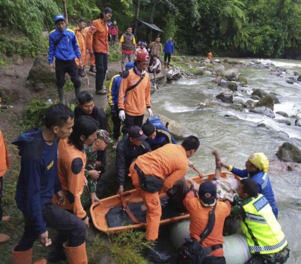 Oraingoz 28 hildako Sumatrako autobus istripuan