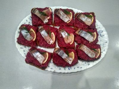 Bread with beet and herring.
