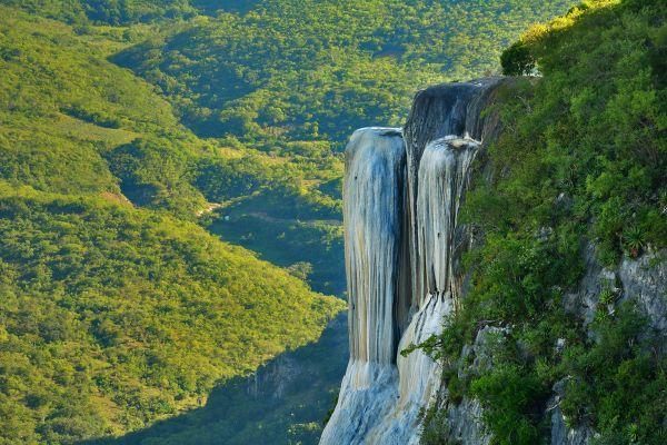 Sabias Que? Existe una cascada petrificada de Hierve el agua en Oaxaca, México.