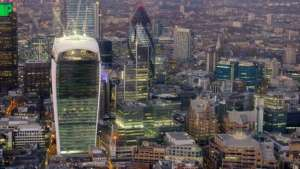 Leading UK commercial property fund suspended